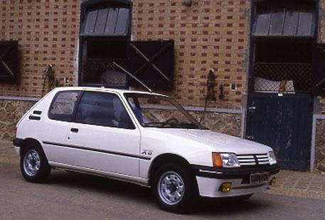 PEUGEOT 205 Hayon 3 portes Phase 1 Essence 8V 1986